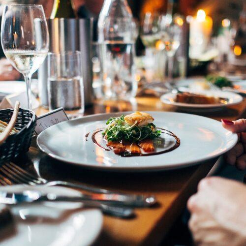 Restauratorzy szukają szans na odbicie po wielomiesięcznym zamknięciu