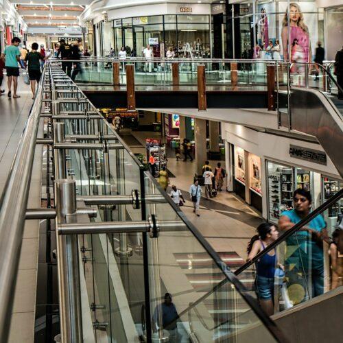Najemcy centrów handlowych wycofują się z przedłużanych umów najmu